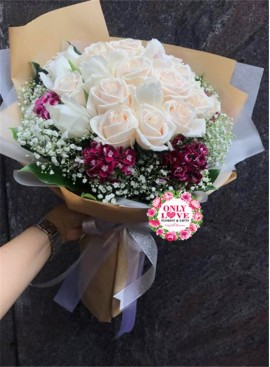 L114 Rose Hand Bouquet