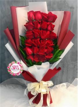 L83 Rose Hand Bouquet