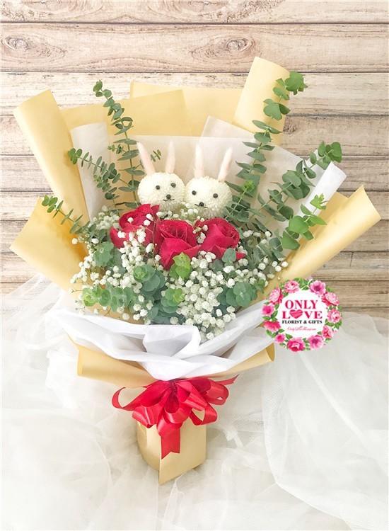 L123 Rose Hand Bouquet