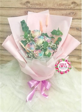 L127 Rose Hand Bouquet