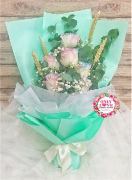 L128 Rose Hand Bouquet