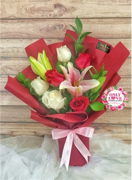 L45 Rose Hand Bouquet