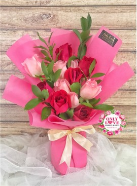L130 Rose Hand Bouquet