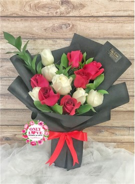 L131 Rose Hand Bouquet