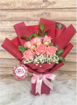 L117 Rose Hand Bouquet