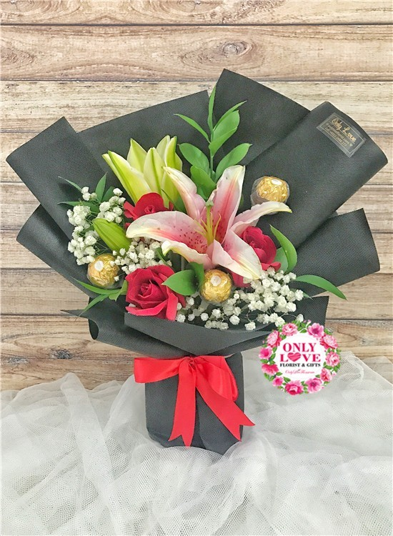 L41 Rose Hand Bouquet