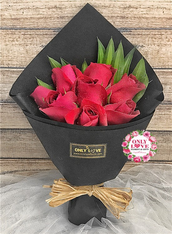 L69 Rose Hand Bouquet
