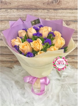 L132 Rose Hand Bouquet
