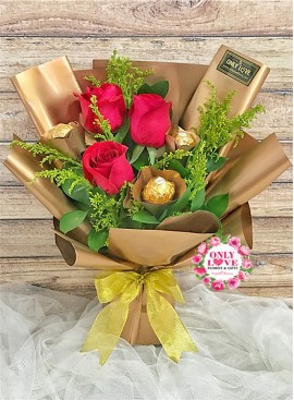 L133 Rose Hand Bouquet