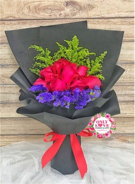 L75 Rose Hand Bouquet