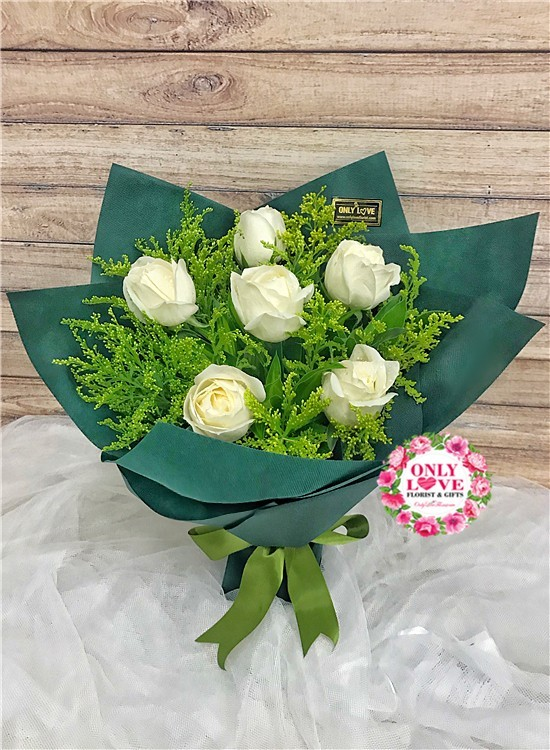 L28 Rose Hand Bouquet