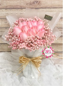 L102 Rose Hand Bouquet