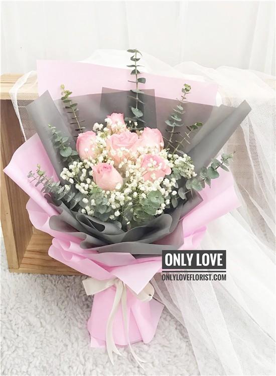 L116 Rose Hand Bouquet
