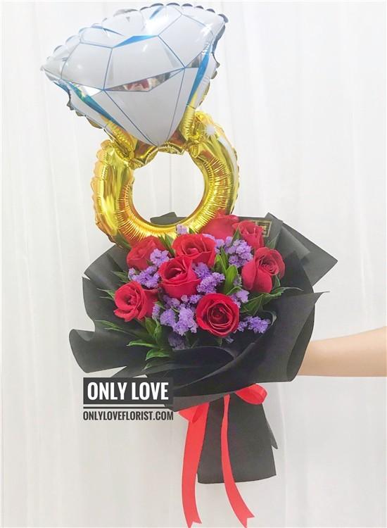 L141 Rose Hand Bouquet