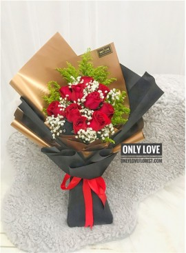 L124 Rose Hand Bouquet