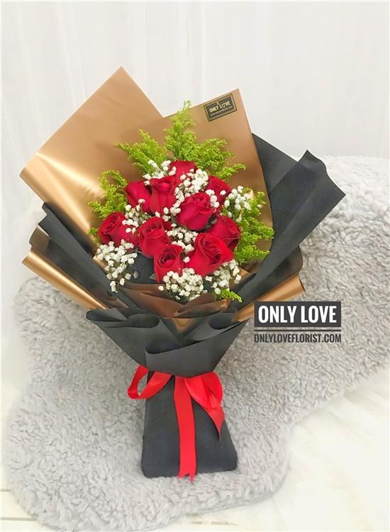 L124 Rose Hand Bouquet