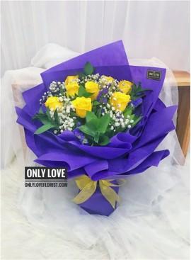 L51 Rose Hand Bouquet
