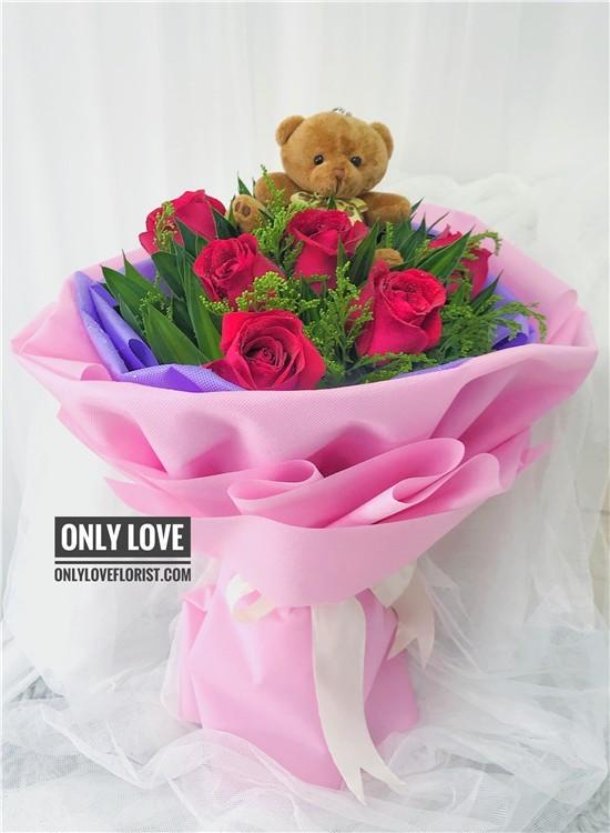 L19 Rose Hand Bouquet