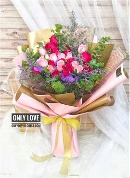 L86 Rose Hand Bouquet
