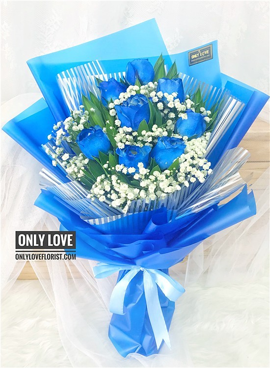 L33 Blue Rose Hand Bouquet
