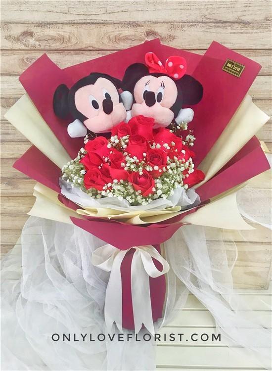 L52 Micky Minnie Rose Bouquet