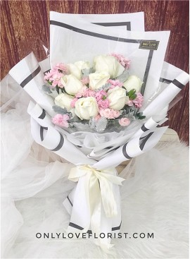 L97 Rose Hand Bouquet