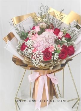 L147 Rose Hand Bouquet