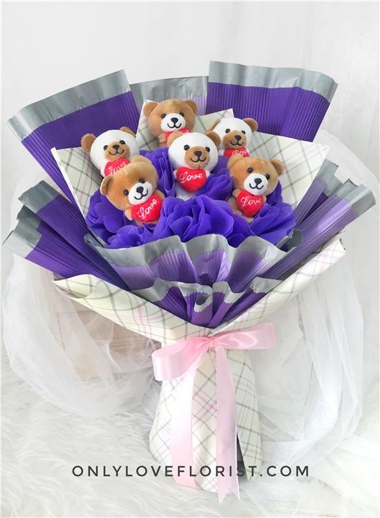 H12 Bear Hand Bouquet