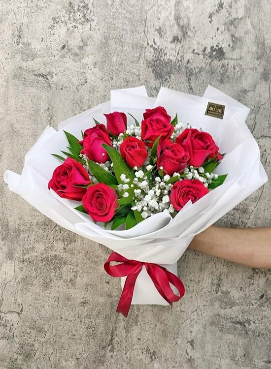 L90 Rose Hand Bouquet