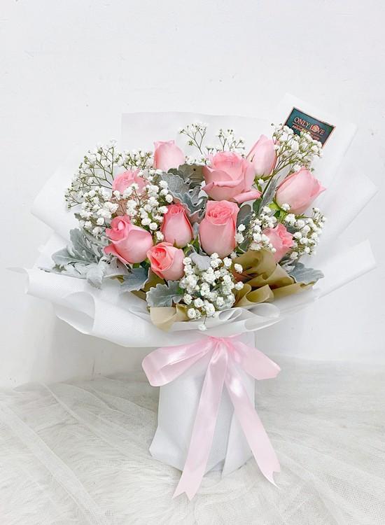 L65 Rose Hand Bouquet