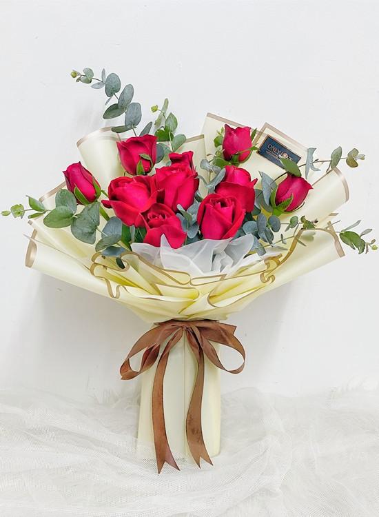 L18 Rose Hand Bouquet