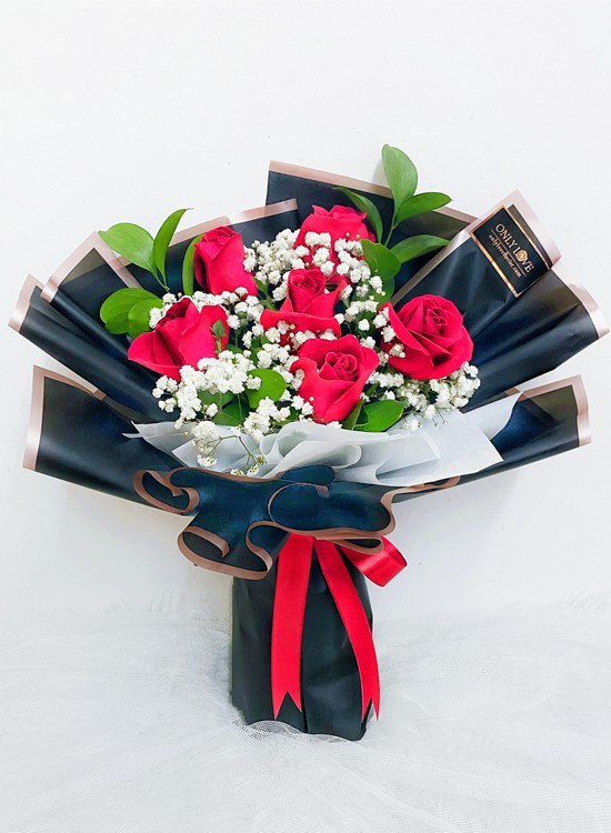 L76 Rose Hand Bouquet