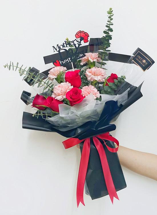 MD011 Carnation Bouquet