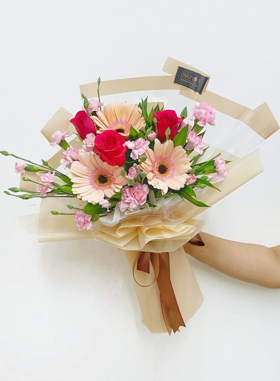 MD049 Carnation Basket