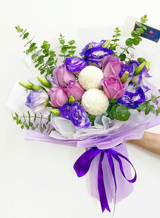 L05 Rose Hand Bouquet