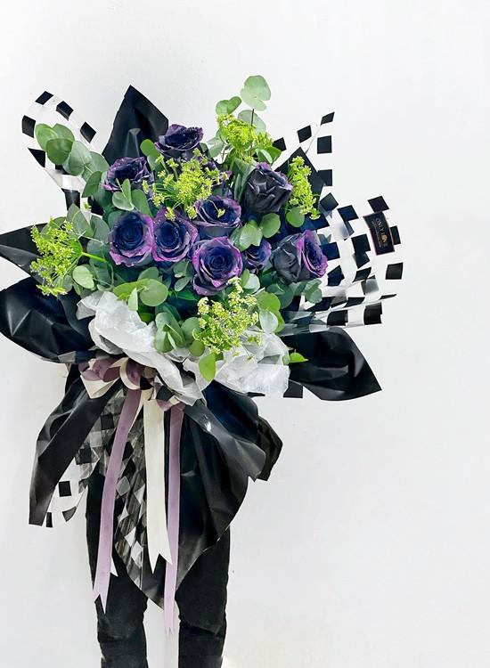 L43 Rose Hand Bouquet
